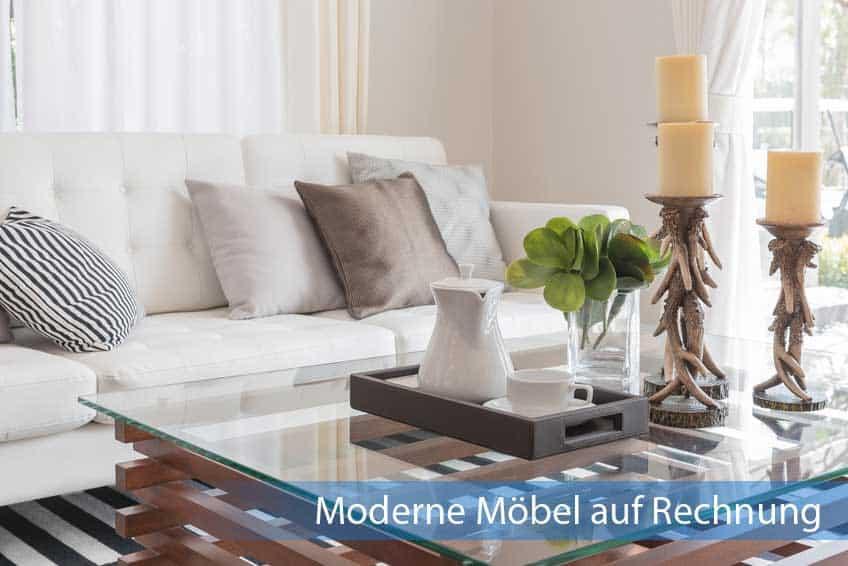 Moderne Möbel auf Rechnung im Wohnzimmer eingerichtet